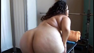 Beautiful large belly bbw dark brown plays with her soaked muff for u