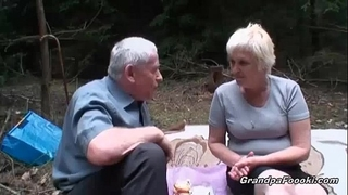 Mature bitch piddle and gives head
